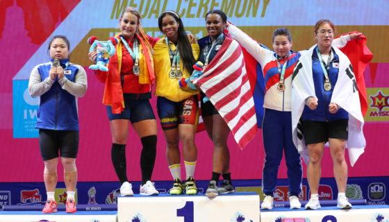 Podio de la categoría 81 kg femenina. Foto: IWF.